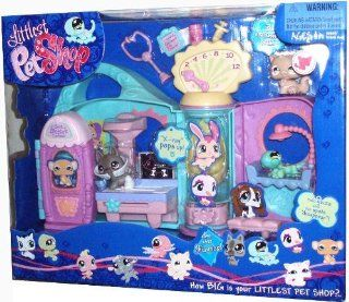 Littlest Pet Shop Get Better Center Playset with Stethoscope, Notepad, Water Bottle, Syringe Pump Plus 3 Exclusive Pets   Light Brown Persian Cat (#490), German Shepherd with Cast (#491) and Gecko with Spot that Can Dissapear (#492) Toys & Games