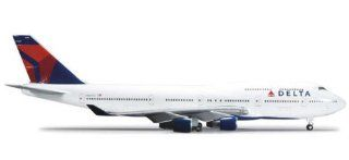 Herpa Wings Delta 747 400 1:200 Model Airplane: Toys & Games