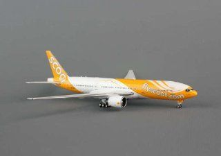 Phoenix Fly Scoot B777 200ER Model Airplane: Toys & Games