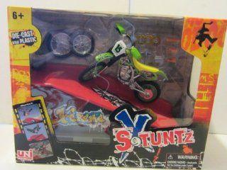 X Stuntz Finger Dirt Bike & Ramp (Ramp and Bike Color May Vary) Toys & Games