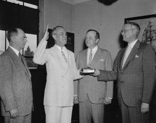 1938 photo New Navy Navigation Chief takes oath. Washington, D.C., June 11. R b4