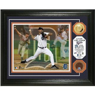 Justin Verlander Triple Play Game used Dirt Coin Photo Mint from Highland Mint : Sports Related Collectible Photomints : Sports & Outdoors